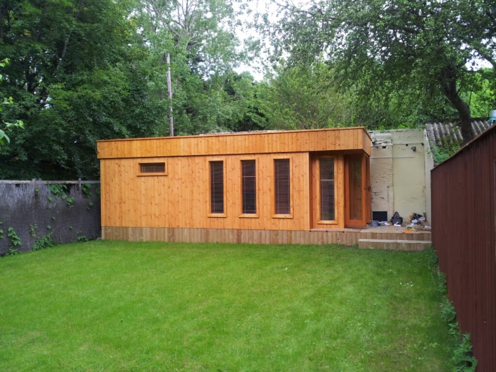 Pent roof garden room apex timber buildings for Timber garden rooms