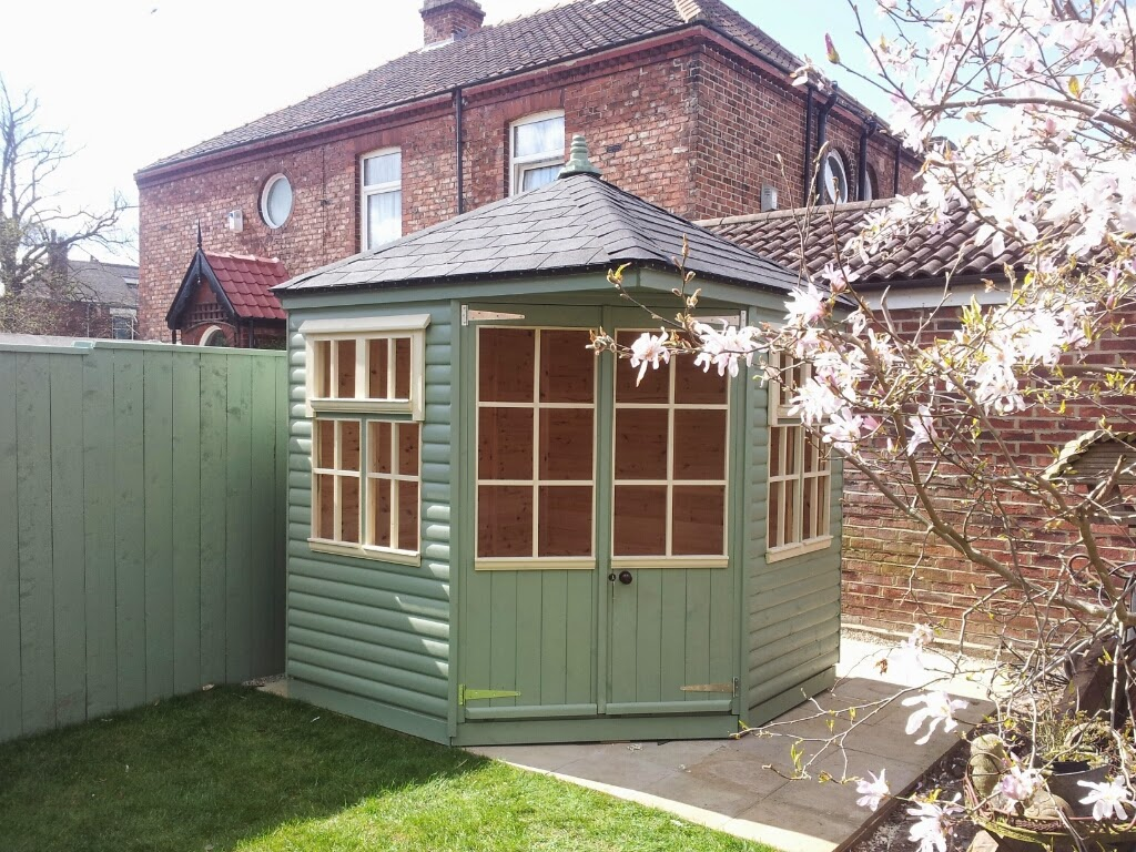 Corner summerhouse